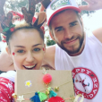 Miley Cyrus et Liam Hemsworth affichent leur amour pour fêter Noël. Photo postée sur Instagram le 25 décembre 2016.