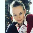 Behati Prinsloo fête son premier Noël avec sa fille Dusty Rose . Photo postée sur Instagram le 25 décembre 2016.