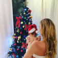 Candice Swanepoel passe son premier Noël avec son fils Anacã. Photo postée sur Instagram le 25 décembre 2016.