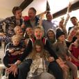 Cara Delevingne fête Noël avec sa grande famille. Photo postée sur Instagram le 25 décembre 2016.