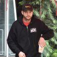 Exclusif - Ashton Kutcher et sa femme Mila Kunis avec leurs enfants Wyatt et Dimitri sont allés prendre le petit-déjeuner dans le quartier de Studio City et sont allés faire des courses chez Ralph's à Los Angeles, Californie, Etats-Unis, le 26 décembre 2016.