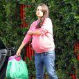 Exclusif - Mila Kunis enceinte fait du shopping avec son mari Ashton Kutcher à Studio City, le 21 novembre 2016