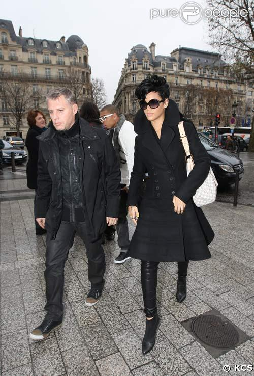 Rihanna et Chris Brown font du shopping à Paris, 18/12/08