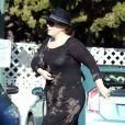 """""""Exclusif - La chanteuse Adèle fait ses courses chez Whole Foods dans le quartier de Beverly Hills à Los Angeles, Californie, Etats-Unis, le 27 décembre 2016. Elle porte une bague à la main gauche..."""""""