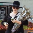 """""""Exclusif - Adèle fait ses courses chez Whole Foods dans le quartier de Beverly Hills à Los Angeles, Californie, Etats-Unis, le 27 décembre 2016. Elle porte une bague à la main gauche..."""""""
