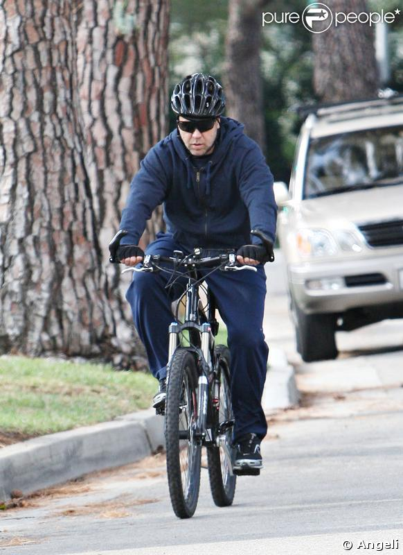 Russell Crowe, parfait biker dans les rues de Beverly Hills