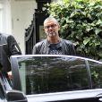 George Michael a la sortie de son domicile a Londres le 1er octobre 2012. George Michael a annule sa tournee en Australie pour des raisons medicales  October 01, 2012 George Michael leaving his North London home despite fears for his mental state after he cancelled a tour of Australia.01/10/2012 - Londres