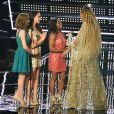 Beyoncé reçoit le Best Video Award de Madison Kocian, Aly Raisman, Simone Biles et Laurie Hernandez aux 2016 MTV Video Music Awards, au Madison Square Garden. New York, le 28 août 2016.