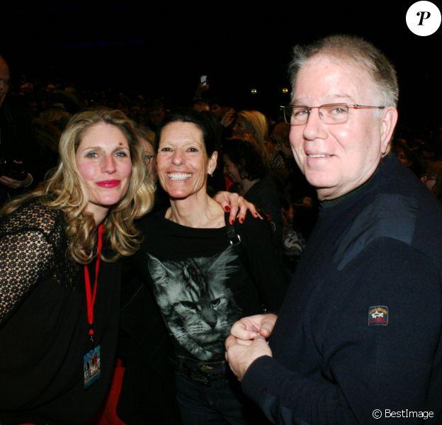 """Exclusif - Zvi Brant, sa femme Corinne et leur fille Yona Brant - 68ème anniversaire de Zvi Brant (frère du chanteur Mike Brant) lors de la comédie musicale """"Hit Parade"""" au palais des Congrès à Paris le 14 janvier 2017."""