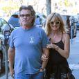 Kate Hudson, Goldie Hawn et Kurt Russell sortent du restaurant Early World à Brentwood Los Angeles, le 25 Novembre 2016