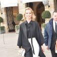 Eva Herzigova à la sortie du Ritz pour se rendre au défilé de mode Dior Haute Couture collection Printemps/Eté 2017 lors de la fashion week à Paris, le 23 janvier 2017. © CVS/Veeren/Bestimage