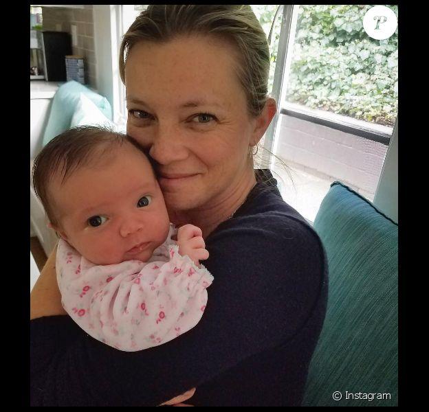 Amy Smart avec son bébé, Flora, sur Instagram le 23 janvier 2017.