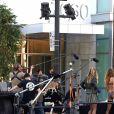 Heidi Klum, les candidats de Germany's Next Top Model et le photographe Rankin en pleine séance photo sur Hollywood Boulevard. Los Angeles, le 25 janvier 2017.