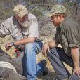 Le prince Harry en train de soigner un rinhocéros au Botswana en septembre 2016 avec des membres de la Rhino Conservation Botswana (RCB). En janvier 2017, l'organisme de protection des rhinocéros a annoncé le prince comme parrain.