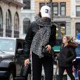 Bella Hadid, emmitouflée et dévastée par l'annonce de la relation de son ex compagnon Abel Tesfaye (The Weeknd) avec Selena Gomez à New York le 28 janvier 2017.