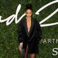"""La chanteuse Rihanna à la Soirée des """"British Fashion Awards"""" à Londres. Le 1er décembre 2014"""