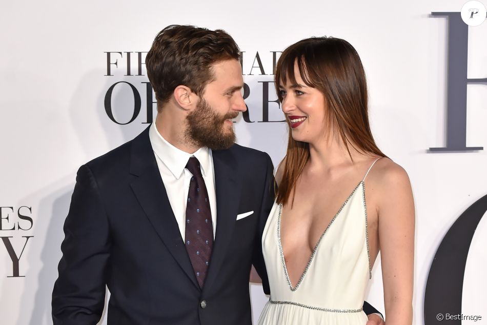dakota johnson et jamie dornan avant premi re du film 50 nuances de grey londres le 12. Black Bedroom Furniture Sets. Home Design Ideas