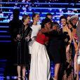L'équipe de Grey's Anatomy (James Pickens, Jr., Sarah Drew, Camilla Luddington, Ellen Pompeo, Jerrika Hinton, Kelly McCreary, Caterina Scorsone, Chandra Wilson et Justin Chambers ) lors de la soirée des People's Choice awards à Los Angeles, le 6 janvier 2016.