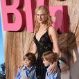 Nicole Kidman avec les frères jumeaux Cameron et Nicholas Crovetti à la première de la série 'Big Little Lies' au théâtre Chinois à Hollywood, le 7 février 2017 © Chris Delmas/Bestimage