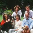 Tara Palmer-Tomkinson en famille en juillet 1988 avec ses parents Charles et Patricia, sa soeur Santa et son frère James.