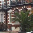 La police devant l'immeuble où se situe l'appartement de Tara Palmer-Tomkinson, retrouvée morte le 8 février 2017, à Londres.