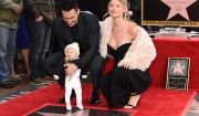 Adam Levine inaugure son étoile sur le Walk of Fame, en présence de son épouse Behati Prinsloo et de leur fille Dusty Rose. Hollywood, Los Angeles, le 10 février 2017.