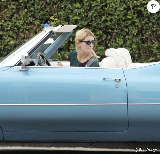 Exclusif - Mischa Barton au volant d'une jolie Cadillac décapotable à West Hollywood, le 5 novembre 2016