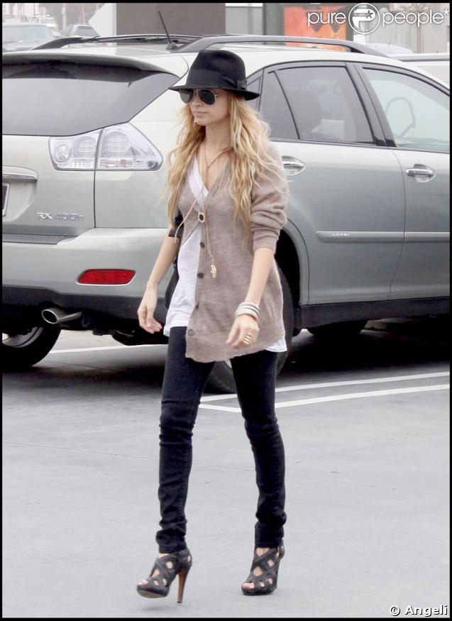 Nicole Richie et son compagnon Joel Madden reviennent de chez Chanel à Beverly Hills