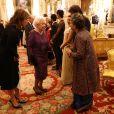 La reine Elizabeth II et la princesse Eugenie d'York avec Aloka Mitra, fondatrice de Women's Interlink Foundation (WIF), lors de la réception donnée le 27 février 2017 à Buckingham Palace en l'honneur du lancement de l'année culturelle UK - India et des 70 ans de l'indépendance de l'Inde.