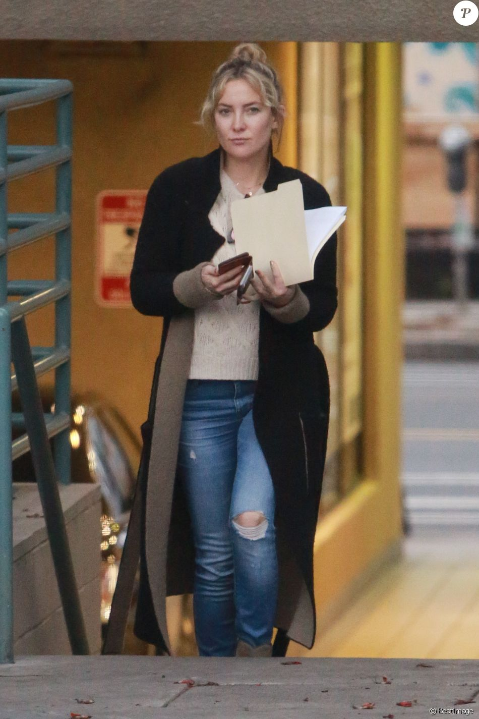 Exclusif - Kate Hudson et son ex-mari Chris Robinson sortent séparément du même immeuble à Los Angeles, Californie, Etats-Unis, le 27 février 2017.