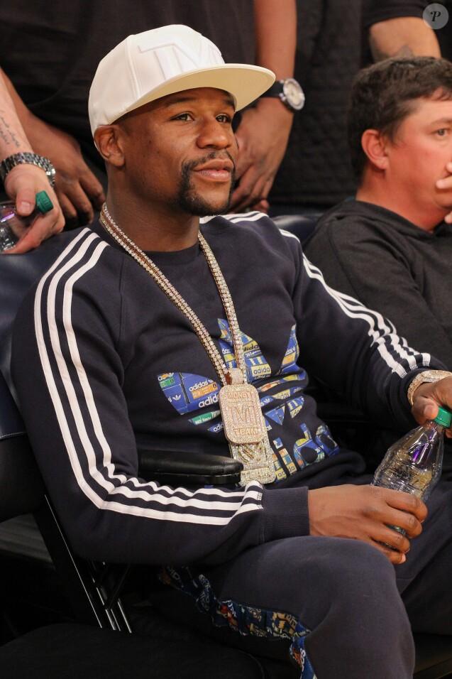 Le boxeur Floyd Mayweather Jr. - Célébrités lors du match de basket Lakers contre San Antonio Spurs au Staples Center de Los Angeles le 19 février 2016. © CPA/BESTIMAGE