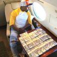 Floyd Mayweather étale sa richesse sur Instagram.