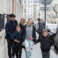 L'acteur Patrick Dempsey, sa femme Jillian Fink, ses enfants Tallula, Darby et Sullivan se promènent dans les rues de Paris après voir visité les catacombes le 22 février 2017.