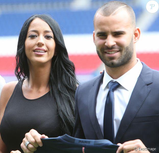 Jesé Rodriguez et sa compagne Aurah Ruiz ( mannequin et elle a participé à l'émission de télé-réalité MYHYV ('Mujeres y hombres y viceversa') - Jesé Rodriguez, la nouvelle recrue de l'équipe de football du PSG présenté lors d'une conférence de presse au stade du Parc des Princes à Paris, le 8 août 2016.