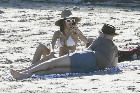 Emily Ratajkowski : Canon en bikini pour un instant en amoureux