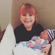 Willow prend son rôle de grande soeur très au sérieux. Pink et son mari Carey Hart sont devenus en décembre 2016 parents d'un second enfant, Jameson. Photo Instagram.