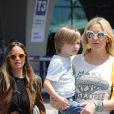 Kate Hudson et son fils Bingham arrivent à l'aéroport de Rome le 6 juillet 2016.