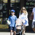 Russell Crowe vu avec Sam Burgess et sa femme Phoebe Burgess avec leur bébé Poppy Alice à Wooloomoolloo, Sydney, Australie, le 26 mars 2017. Tennyson, le plus jeune fils de l'acteur, était également là