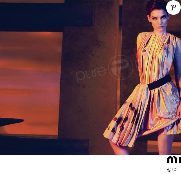 Katie Holmes, sublime icône de mode pour Miu Miu