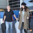 George Clooney et sa femme Amal Alamuddin-Clooney (enceinte) arrivent à l'aéroport à Los Angeles le 27 janvier 2017.