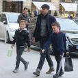 Exclusif - L'acteur Patrick Dempsey arrive à l'hôtel Ritz avec deux de ses enfants, les jumeaux Darby et Sullivan à Paris. Le 21 février 2017.