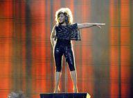 Tina Turner, 69 ans, une formidable bête de scène, lookée et survoltée !