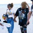 Jaden Smith s'amuse, plaisante et calîne sa nouvelle petite amie Odessa Adlon sur la plage de Miami. Le 8 avril 2017.