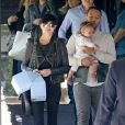 John Legend et sa femme Chrissy Teigen à la sortie d'une fête privée avec leur fille Luna dans le quartier de Bel-Air à Los Angeles, le 9 avril 2017.