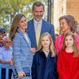 Le roi Felipe VI d'Espagne et son épouse la reine Letizia, leurs filles les princesses Leonor et Sofia et la reine Sofia ont assisté à la messe de Pâques en la cathédrale de Palma de Majorque, le 16 avril 2017