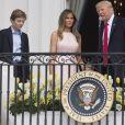 Le président des Etats-Unis Donald Trump, sa femme Melania Trump et leur fils Barron célèbrent Pâques à la Maison Blanche, à Washington, le 17 avril 2017.