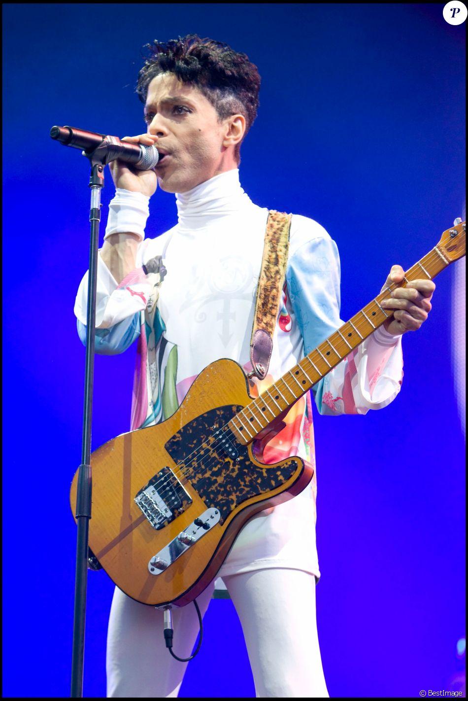 Concert de Prince à Arras pour le Main Square festival, le 9 juillet 2010.