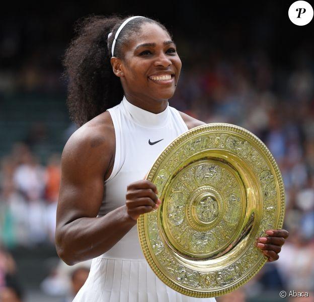Serena Williams remporte le tournoi de Wimbledon à Londres, le 9 juillet 2016.
