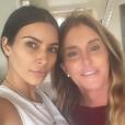 Caitlyn Jenner avec Kim Kardashian. La photo avait été postée en octobre 2016 pour l'anniversaire de Kim.