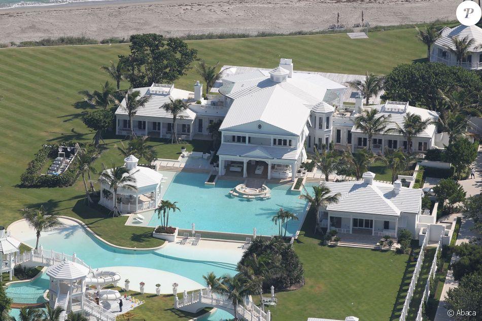 C line dion sa luxueuse villa enfin vendue malgr une for Villa de celine dion en floride